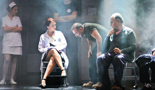 Oktay Kaynarca, 20 sene sonra tiyatro sahnesinde!