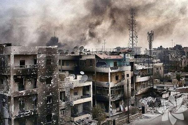 """Uluslararası İnsani Yardım Ajansları, Suriyeli muhaliflerle Esad rejimi arasında yaşanan kanlı mücadeleyi """"insanlığın tam bir çöküşü"""" olarak nitelendiriyor."""