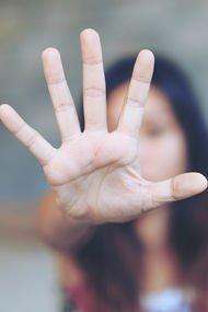 Şiddete maruz kalan kadınlar ne yapmalı?