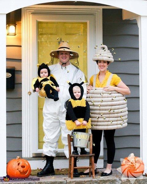 Her yıl Ekim ayının 31'inde kutlanan Cadılar Bayramı'nda  çocuklar, perili evler şeklinde süslenmiş komşu evleri dolaşarak ölülerin ruhları için şeker toplarlar.