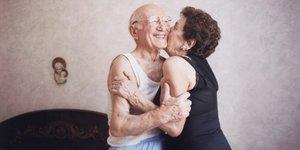 Bilim onaylıyor: Mutlu eş, mutlu hayat demek!