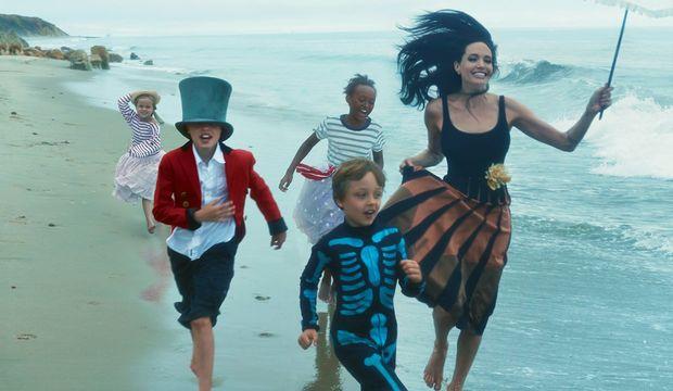 Angelina Jolie çocuklarıyla birlikte Vogue'da!