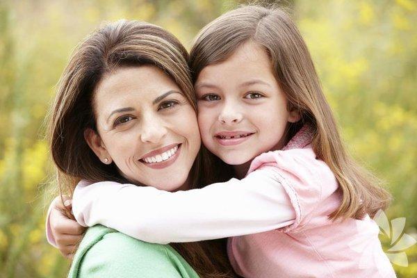 Çocuk yetiştirmek oldukça zor bir iştir. Ancak söz konusu kız çocukları olduğunda ebeveynlerin çok daha özenli davranması gerekiyor. Kendine güvenen, fikirlerini dile getirmekten korkmayan, başarılı bir kız çocuğu yetiştirmek istiyorsanız, işte ona öğretmeniz gereken 100 şey...