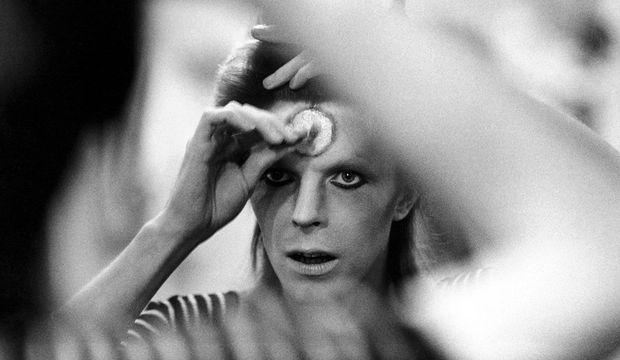 Dünyaya düşmüş bir rock idolü