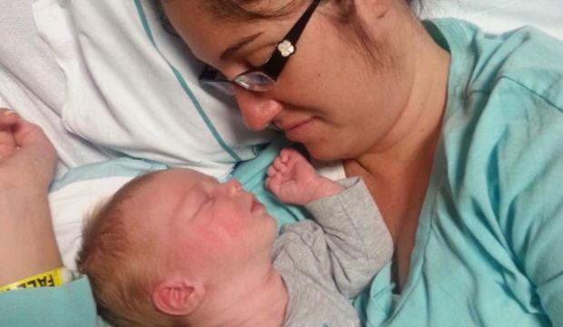 Annesini hayata döndüren bebek