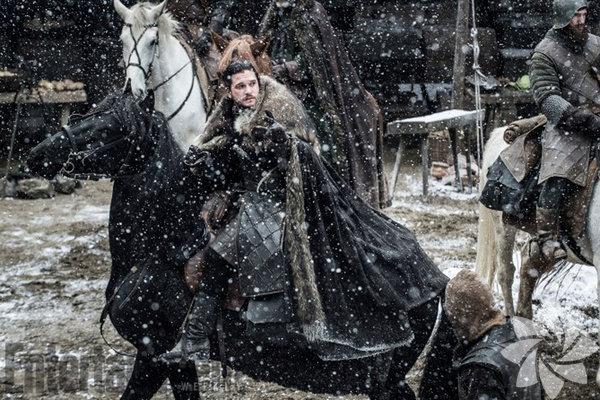 Game of Thrones'un 7. sezonundan ilk fotoğraflar yayınlandı! 16 Temmuz'da başlayacak yeni sezonu dizi hayranları sabırsızlıkla bekliyor.  Jon Snow