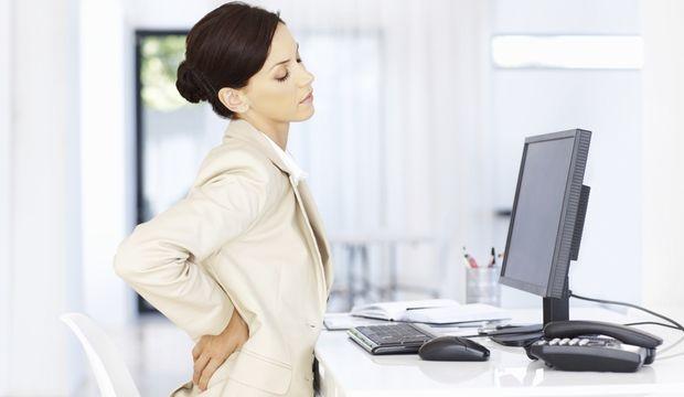 Kuyruk sokumu ağrısı en çok ofis çalışanlarını etkiliyor