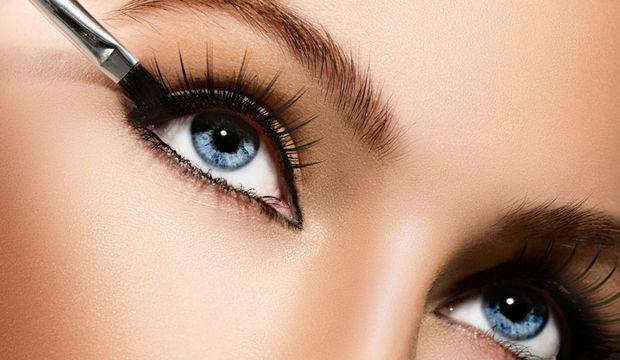 Jel eyeliner nasıl sürülür?