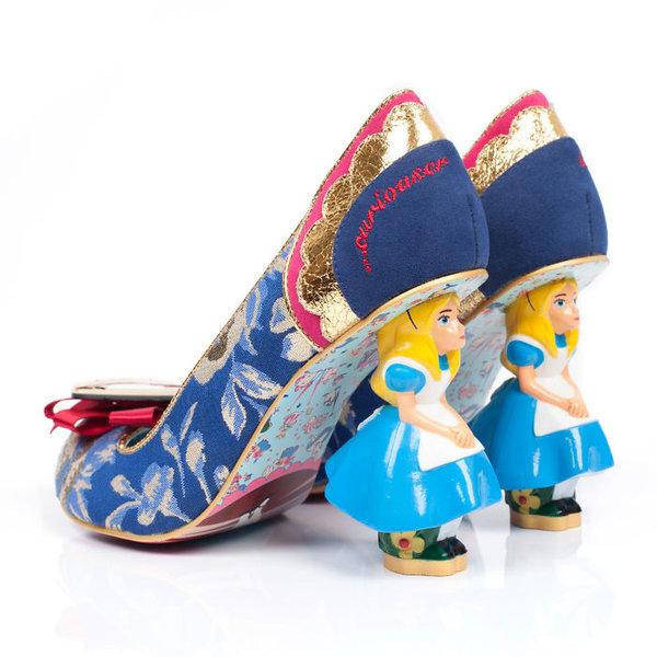 Kendine has tasarımlarıyla dikkat çeken İngiliz marka Irregular Choice, Alice in Wonderland temalı ayakkabılarıyla sıradışı bir koleksiyon hazırladı.