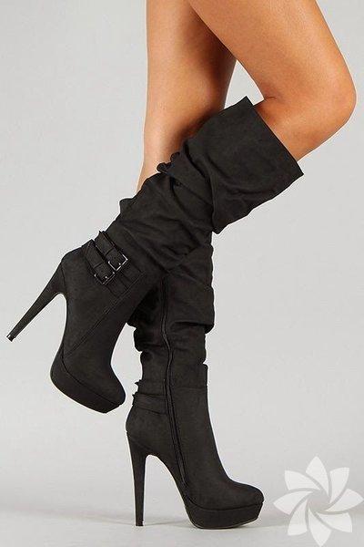 Kalın bacaklıysanız dökümlü, yüksek çizmelerden kaçınmalısınız.