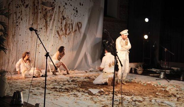 Alican Yücesoy: Cahil arıyorsan tiyatrolara git