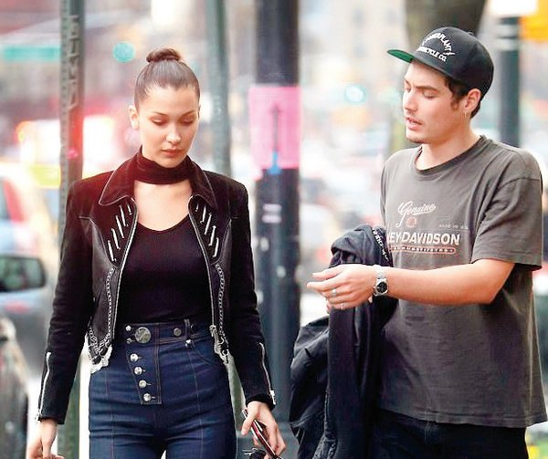 Bella Hadid, önceki gün New York'ta yeni sevgilisiyle ilk kez objektiflere takıldı.
