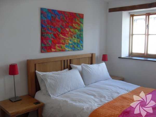 Duvarınızdaki renkli bir tablo, odanıza canlılık katacak ve sıcak ev havanızı artıracaktır.