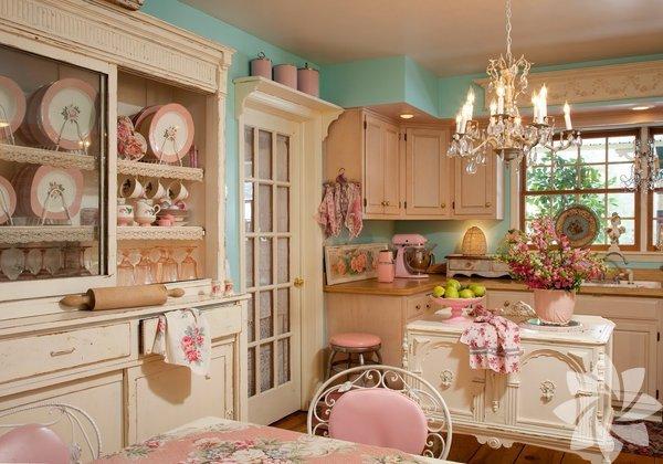 Romantik bir dekorasyon tarzı olan Shabby Chic, evinizde zaman yolculuğu yapmanızı sağlar.