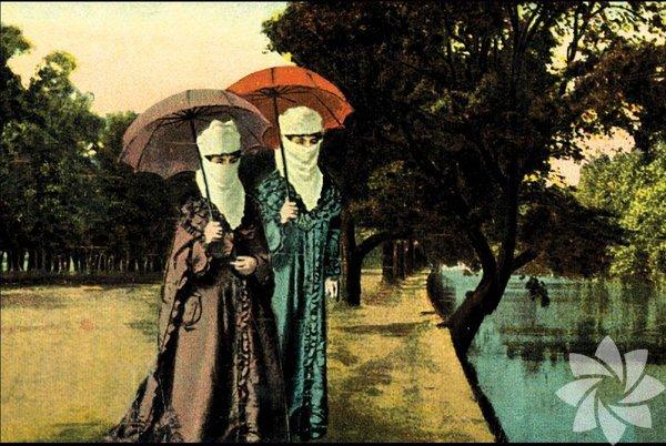 """Kadınların erkeklerle aynı kayığa binmesi ile ilgili yasak  III. Murad zamanında başlayan bu yasak, II. Abdülhamid devrinin sonuna dek devam etti. Gerekçesi """"kimi kadınların önceden anlaştıkları erkeklerle buluşması"""" idi."""