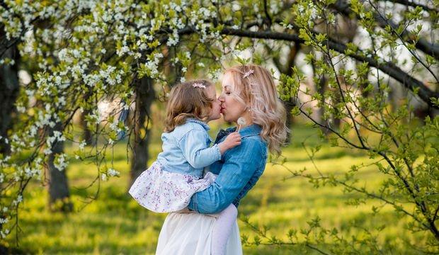 Çocuğu dudaktan öpmek doğru mu?