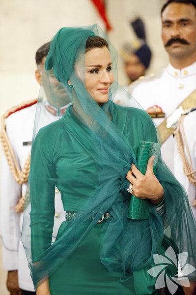 Sheikha Mozah, Katar Emri'nin ikinci eşi.