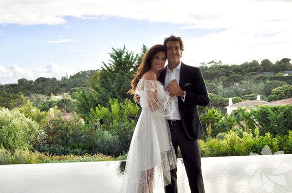 Tülin Şahin nisan ayında Pdokuz aydır birlikte olduğu Portekizli yatırım bankacısı Pedro de Noronha ile Portekiz'de nikah masasına oturmuştu.