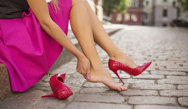 Topuklu ayakkabı giymenin zararları nelerdir?