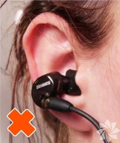 Kulaklığınızı böyle mi takıyorsunuz? Aslında pek de yanlış sayılmaz bu yaptığınız ancak...