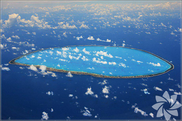 Fransız Polinezyası yakınlarında yer alan Tikehau adası, daireşeklinde ve ortası bir göl gibi...