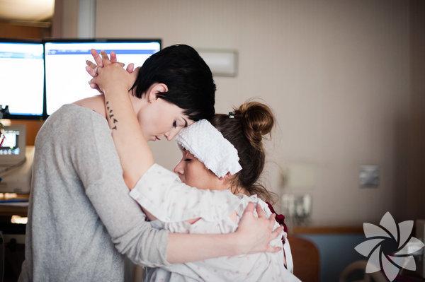 Annenin en yakın arkadaşı, doğum boyunca yanından bir an olsun ayrılmamış...  Sarah Lewis Photography