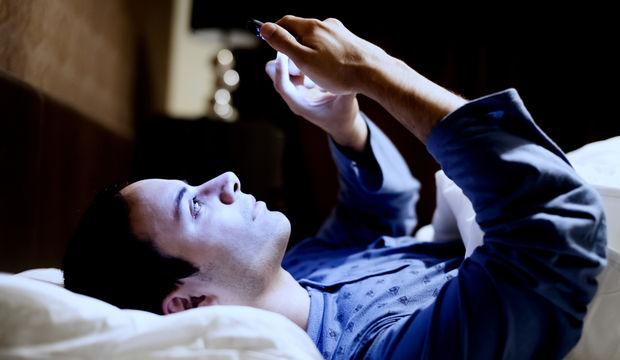 Akıllı telefon ışığı vücudumuzu nasıl etkiliyor?