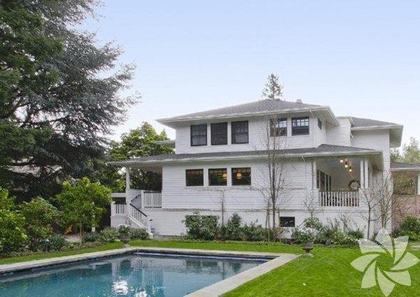 Facebook'un kurucusu ve CEO'u Mark Zuckerberg, eşi Priscilla Chan ve kızları Maxima Chan Zuckerberg ile Amerika'daki bu evde yaşıyor.