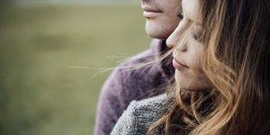 Sarılma şekliniz ilişkinize dair mesajlar veriyor!