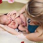 Yeni doğan bebeklere şifalı bitki banyoları