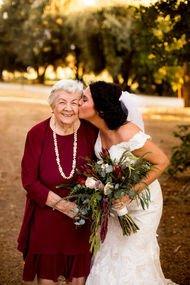Kalbinizi eritecek gelinler ve büyükanneleri