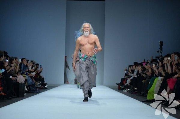 Çin'de gerçekleşen moda haftasında bu yıl tasarımlardan çok Deshun Wang konuşuldu.