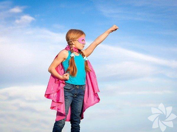 ÖzgüvenÇocuğunuz kendi başına bir şeyler yapmayı ne kadar hızlı öğrenirse ileride o kadar özgüvenli olur. Ayrıca okul ve diğer sorumluluklarla başa çıkması da o kadar kolay olur. Çocuklarınızı kendi başlarına giyinmesine, ayakkabılarını bağlanmasına, oyuncaklarını toplamasına teşvik edin. Hataları için onlarıazarlamayın, sabırlı olun ve iltifat etmeyi unutmayın. Konuşmayı ve yürümeyi öğrendikleri gibi bir şeyleri kendi başlarına yapmayı da zamanla öğreneceklerdir.