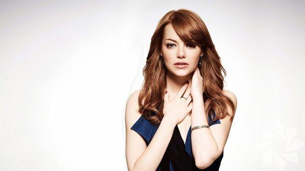 Gerçek ismi, Emily Jean 'Emma' Stone olan güzel oyuncu, 6 Kasım 1988 yılında Amerika'da doğdu.