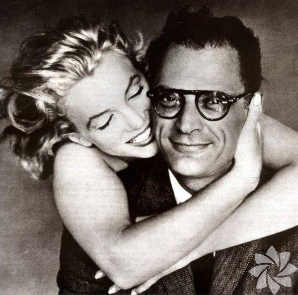 """Marlyn Monroe - Arthur Miller Büyük aşklar söz konusu olunca Marilyn'in karşısına tek bir isim yazmak zor. Ancak Monroe ile ünlü ve entelektüel yazar Arthur Miller aşkı çok büyüktü ancak hayalkırıklıklarıyla doluydu. Aşkları derin ama gergin bir aşktı. Miller'in dünya güzeli karısı için yazdığı senaryonun adı her şeyi açıklıyordu: """"Uygunsuzlar."""""""