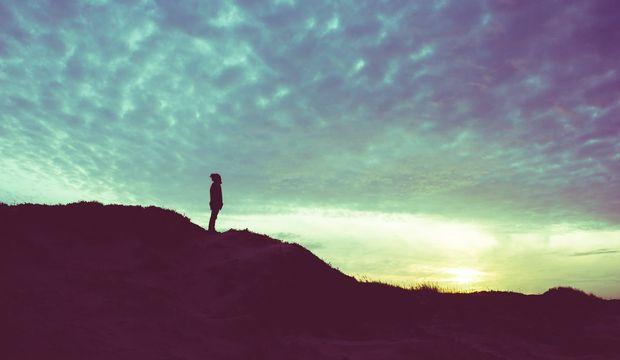 Bütünüyle yalnız olmak üzerine