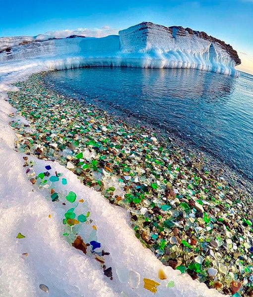 Rusya'daki Ussuri Körfezi, Sovyet döneminden çöp olarak atılan eski cam şişeler ve porselenlere dayanıyor.