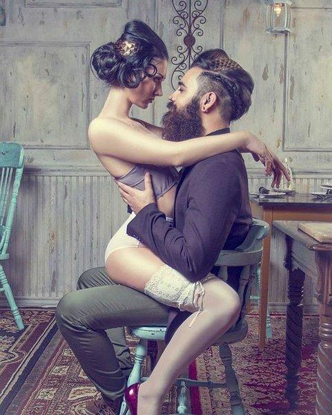 Birçok insan, partneriyle daha iyi seks yapmak ister, bu bir gerçek. Daha iyi bir seks hayatı için ihtiyacınız olmayan şeyler şunlar: yeni süslü oyuncaklar, yeni pozisyonlar ya da yeni bir beden. Bunların hiçbirinde bir sıkıntı yok tabi; ama ilişkinizin mimarisinde, özsaygınızda, iletişim tarzınızda ya da yetki verme algınızda sorunlar varsa eğer, emin olun ki o oyuncakların, pozisyonların ve diyetlerin hiçbiri işinize yaramaz.   Birçok insan, partneriyle daha iyi seks yapmak ister, bu bir gerçek. Daha iyi bir seks hayatı için ihtiyacınız olmayan şeyler şunlar: yeni süslü oyuncaklar, yeni pozisyonlar ya da yeni bir beden. Bunların hiçbirinde bir sıkıntı yok tabi; ama ilişkinizin mimarisinde, özsaygınızda, iletişim tarzınızda ya da yetki verme algınızda sorunlar varsa eğer, emin olun ki o oyuncakların, pozisyonların ve diyetlerin hiçbiri işinize yaramaz.