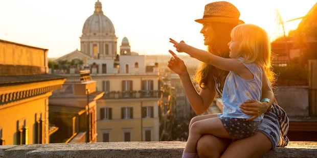 Akıllı annenin seyahat çantasında bulunması gereken 5 şey