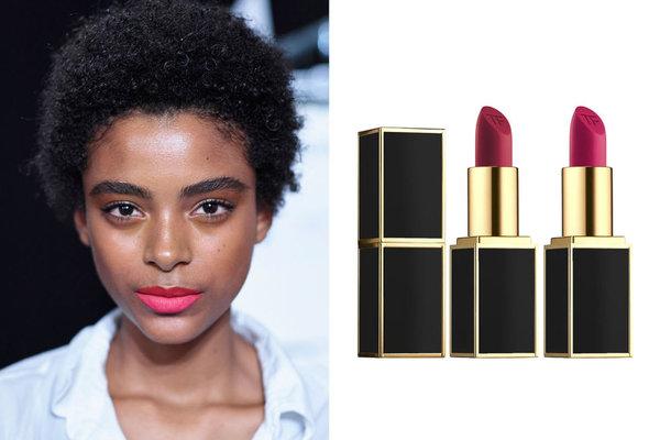 Dudak renginize daha fazla boyut kazandırmak için üst dudağınızı alt dudağınıza göre biraz daha koyu tonda kullanabilirsiniz. Üst dudakta kırmızı alt dudakta pembe gibi.