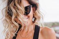 Saçlarınızı güneş gözlüğünüze göre şekillendirin