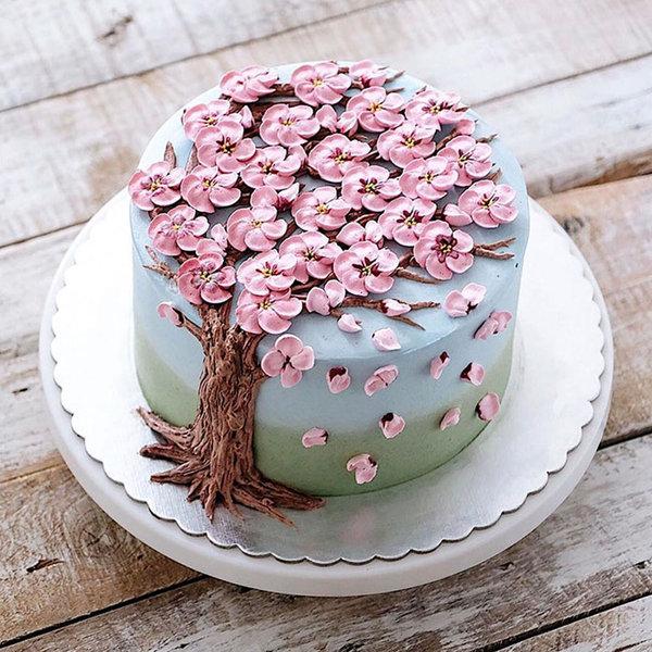 Baharın gelişini kutlayan pastalar