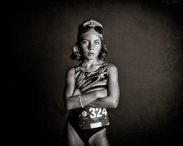 Fotoğraf sanatçısı Kate T. Parker, kadınların sadece kibar, narin ve güzel olmadıklarını aynı zamanda kendilerini savunabilen ve mücadeleci bir yapıya sahip olduklarını göstermek amacıyla bir proje hazırladı.