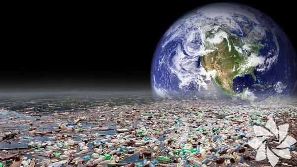 1. Plastik çatal-bıçakların doğaya verdiği zararlar:Kesinlikle yanlış. Bazı çevre dostu sağlıklı besin mekânları bile tekrar kullanılabilir malzemeler sağlamıyor. Zaman kaybetmeyi bırakmamız gerekiyor. Fransa, yakın zamanda plastik çatal-bıçak, bardak ve tabak kullanımını yasakladı. Atık miktarını 2025 yılına dek yarı yarıya, sera gazı salınımını ise 2030 yılına dek %30 azaltmayı hedefliyor. Siz de çantanızda portatif ve yeniden kullanılabilir çatal-bıçaklardan taşırsanız eğer, plastik miktarının azalmasına katkıda bulunabilirsiniz.