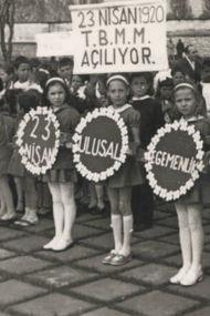 Nostaljik fotoğraflarla eski 23 Nisan'lar