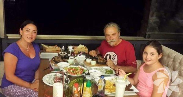 Aşkın Nur Yengi ve Haluk Bilginer, kızları Nazlı ile tatile çıktı.