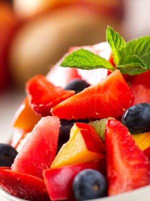 Karpuz soslu meyve salatası