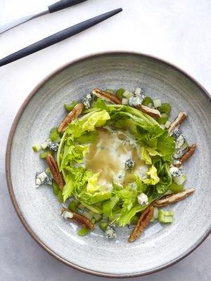 Pikan cevizli yeşil salata