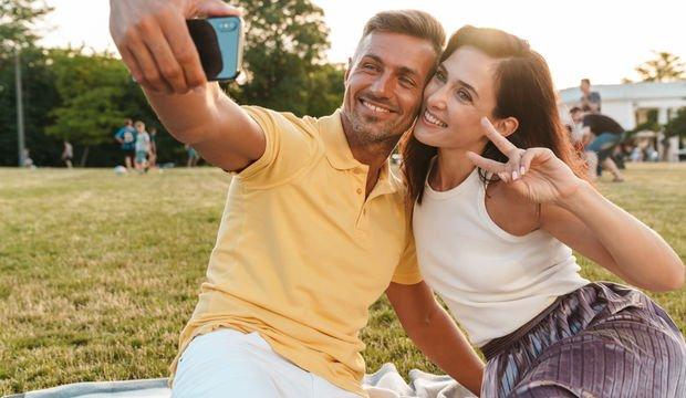 Mutlu çiftler ilişkilerini sosyal medyada paylaşmıyor