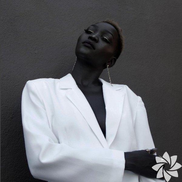 Koyu ten rengi ile güzellik algınızı yeniden şekillendirecek Sudanlı mankenNyakim Gatwech 24 yaşında.